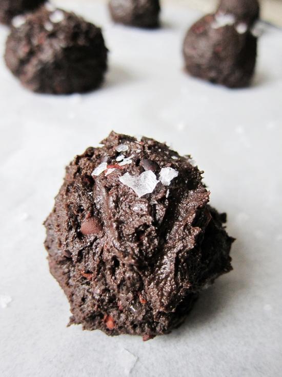 Salted Dark Chocolate Caramel Cookies 4
