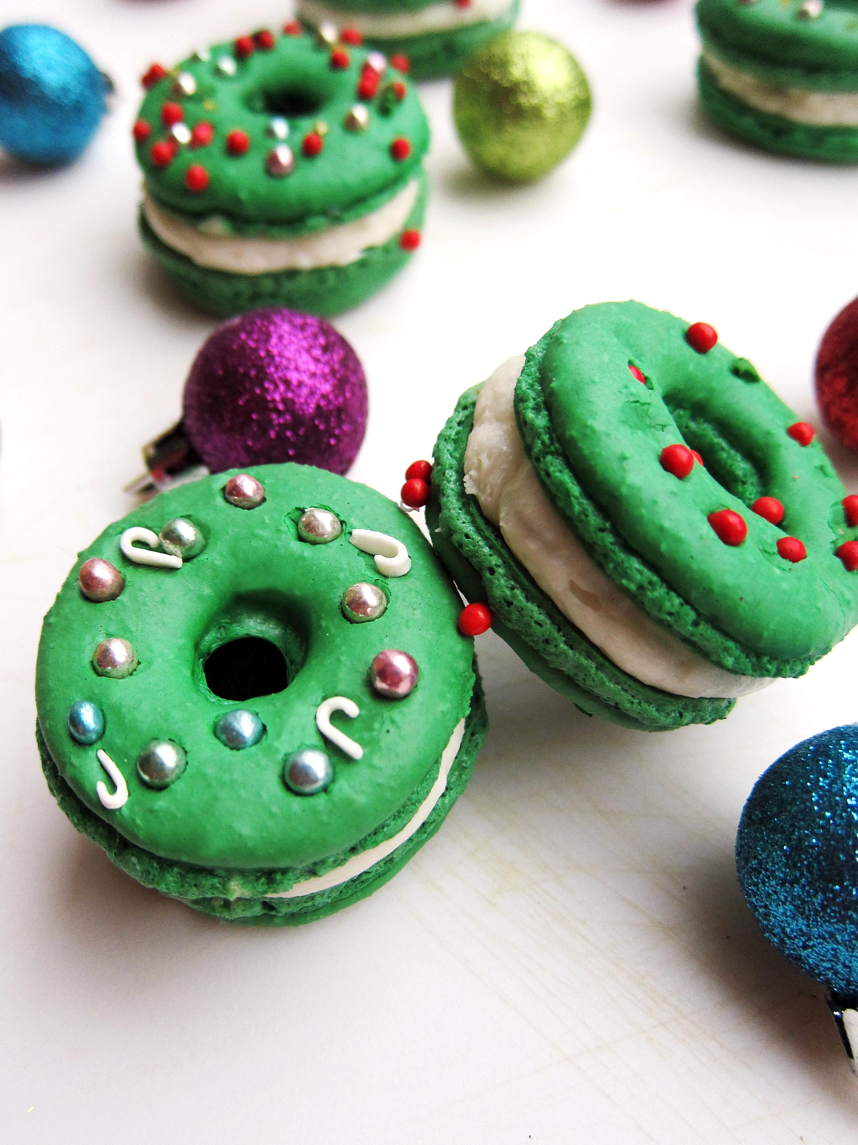 Christmas Macarons.Christmas Wreath Macarons The Busy Spatula