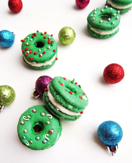 Christmas Wreath Macarons 1
