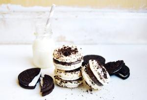Cookies and Cream Macarons 1