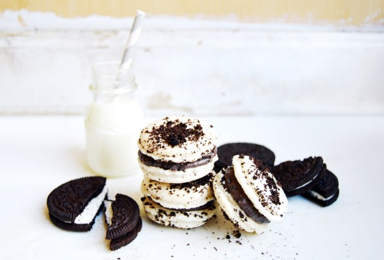 Cookies and Cream Macarons 1