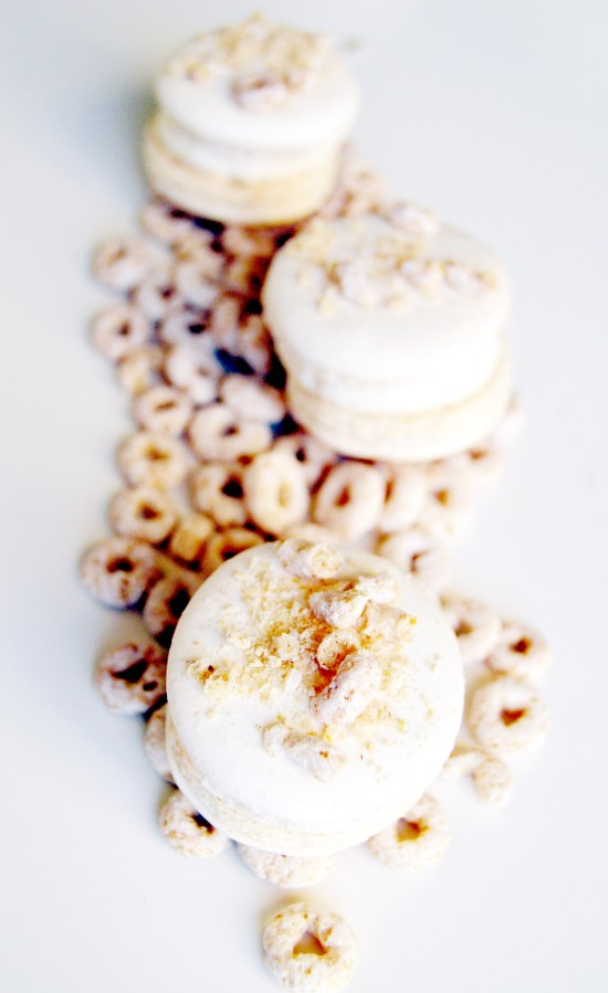 frosted cheerios macaron